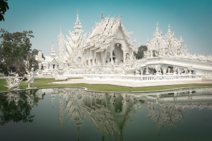 FAMOUS TEMPLES IN CHIANG RAI, THAILAND: INCLUDING THE WHITE TEMPLE & THE BLUE TEMPLE